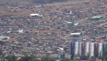 Avión caza sobrevuela Cochabamba.
