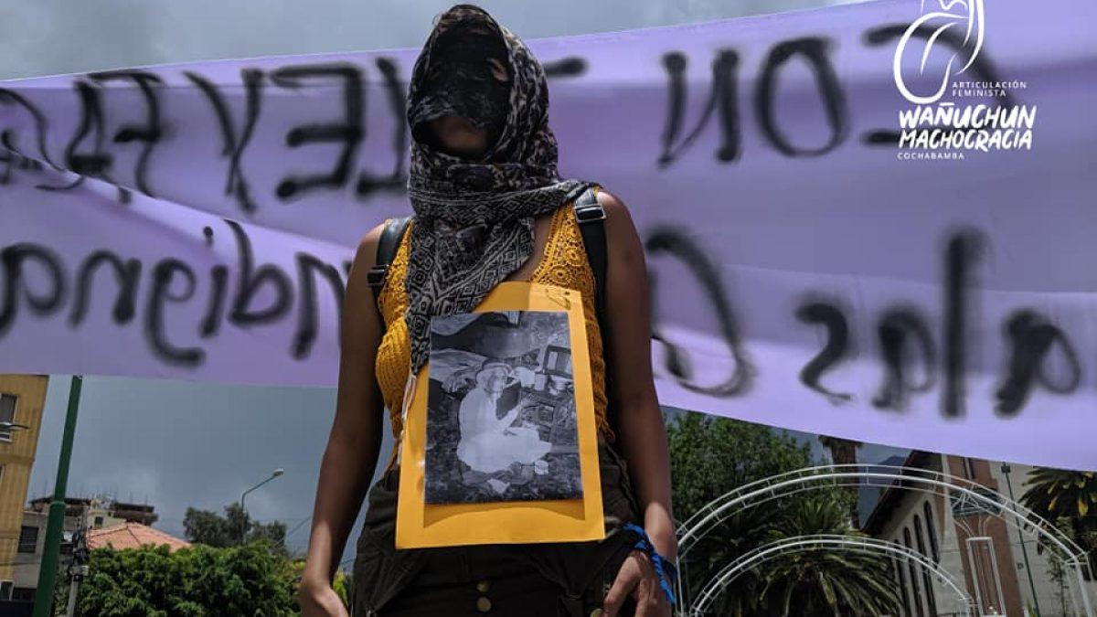 mujer en la manifestación del 9M