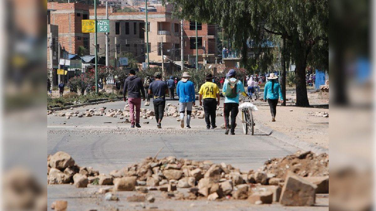 personas en el bloqueo de Kara Kara