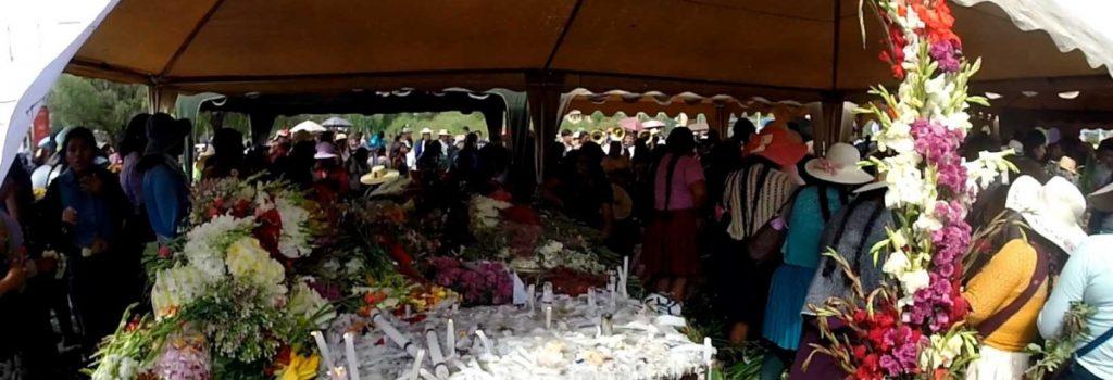 Entierro después de la masacre de Huayllani (Sacaba)